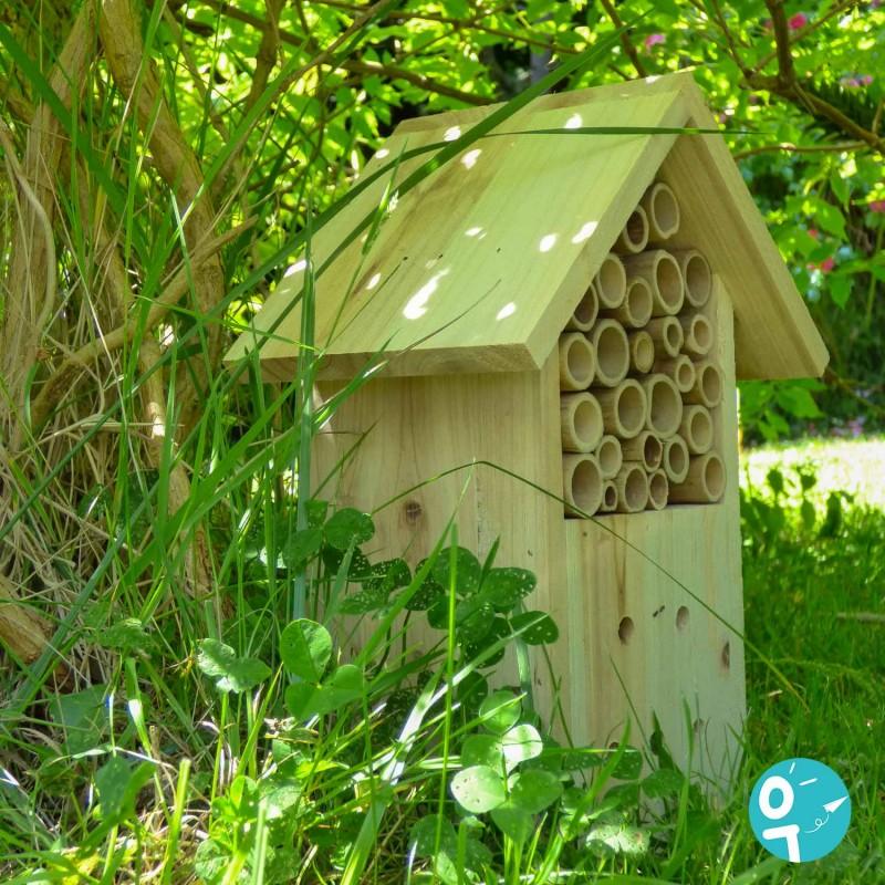 Hôtel à insectes Le Jardin du Moulin de Moulin Roty dans le jardin.