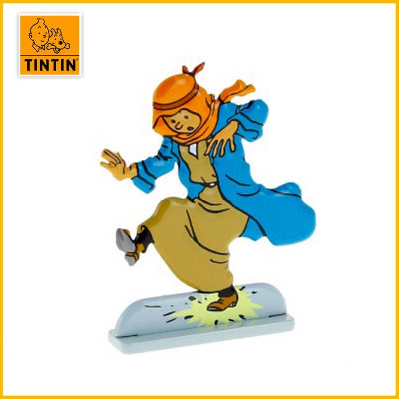 Tintin marche sur un pétard Figurine plate en métal Moulinsart 29209