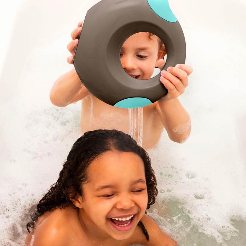 Arrosoir Cana Gris Quut (Small) Mise en scène avec des enfants dans une baignoire