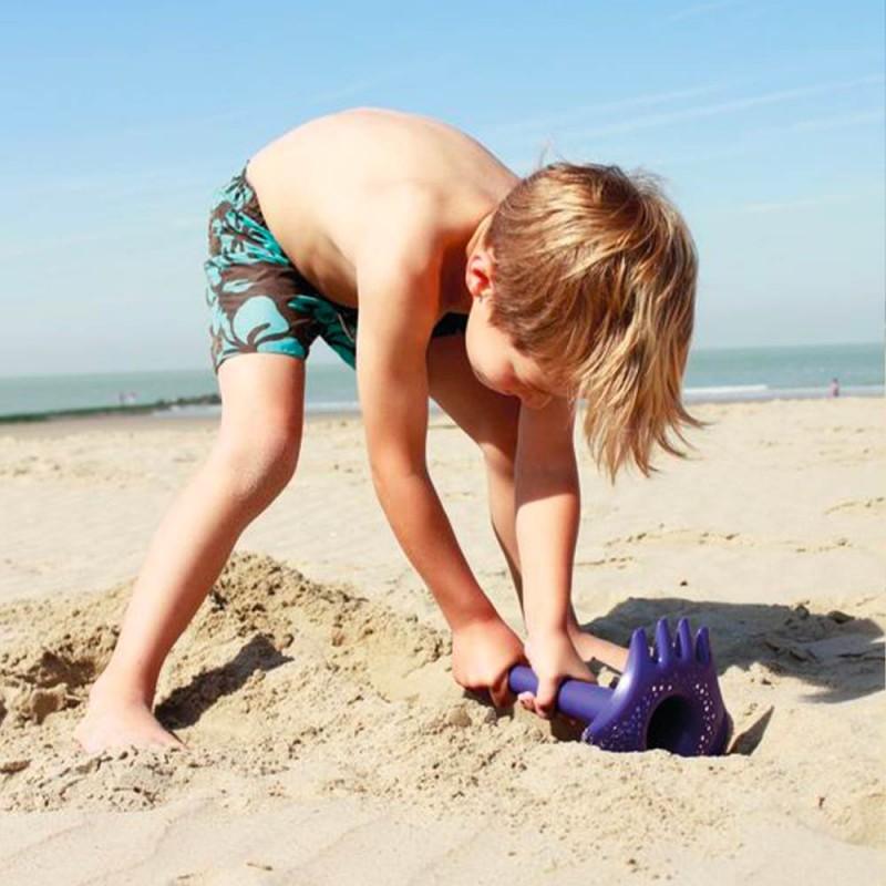 Petit râteau de plage orange pour les enfants