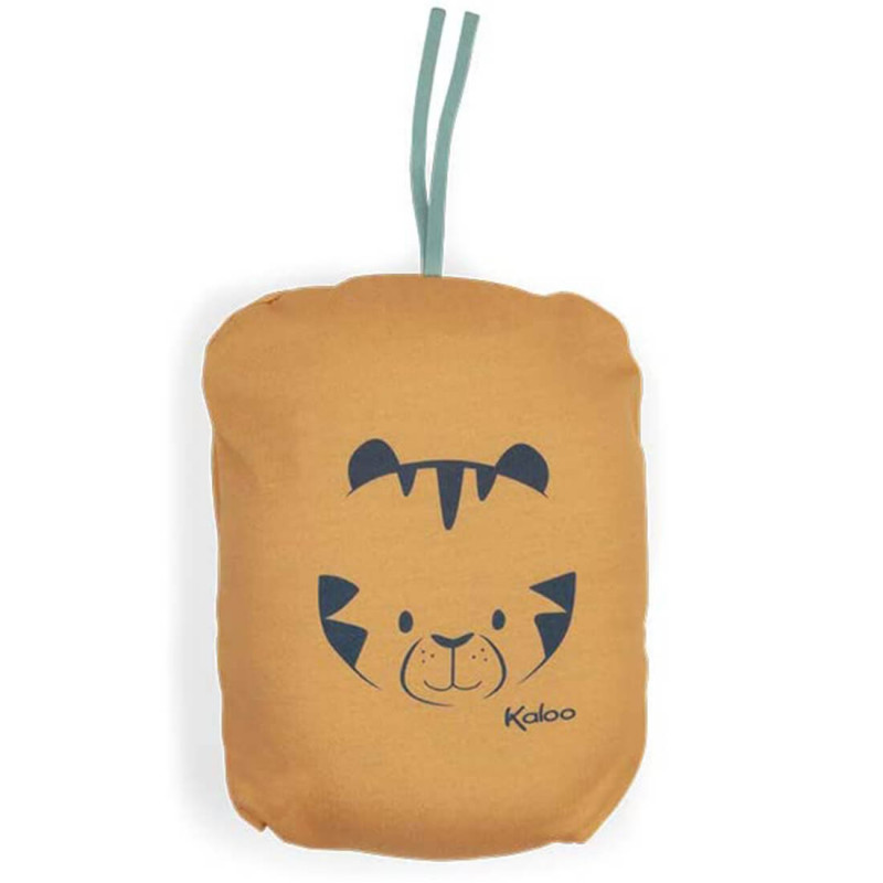 Sac orange pour ranger le coussin tigre.