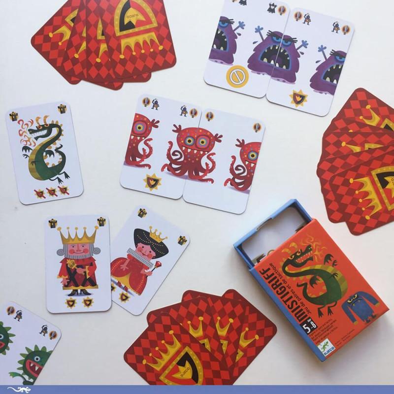 Mise en scène du jeu de cartes Djeco