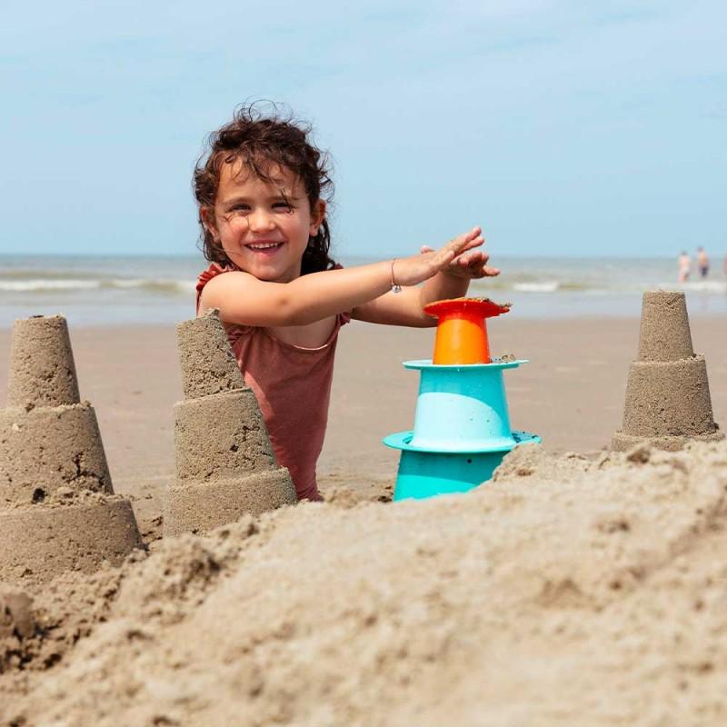 Quut Alto Pyramide - Seaux de plage - Mise en scène enfant